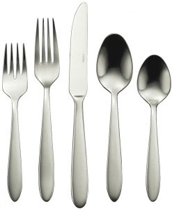 Oneida B336045A Mooncrest 45-piece flatware set