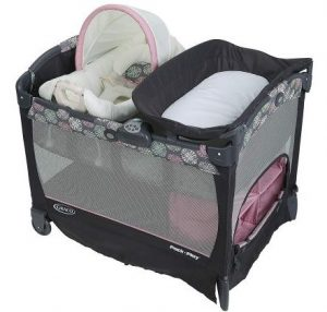 Graco Pack 'n Play Playard is designed with a cuddle cove removable rocking seat for the baby.